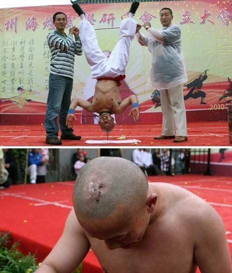 Guru Kung Fu seimbangkan tubuh terbalik dengan kepala atas paku besar