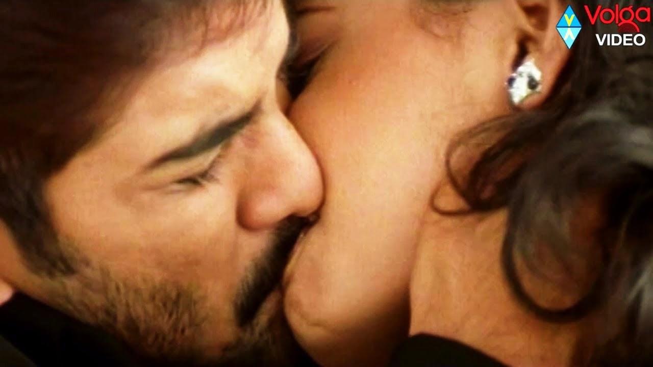 Hot Kiss Lips Lock
