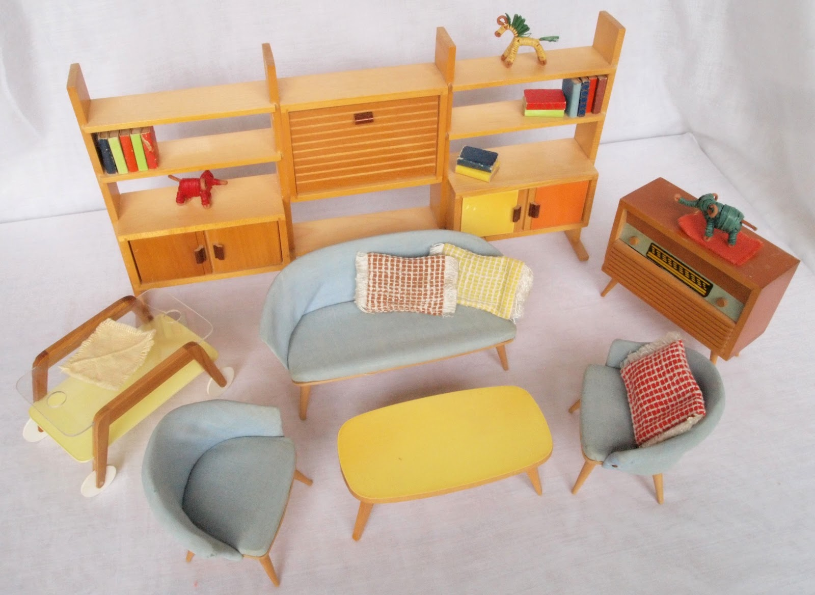 Diepuppenstubensammlerin 1950er wohnzimmer bodo hennig for Wohnzimmer 1950