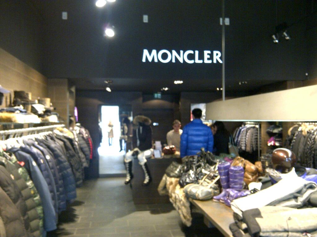 moncler shop marbella