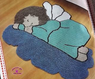 Tapete infantil de crochê em formato de Anjinho