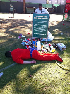 funny picture: drunkard sleeping by the garbage