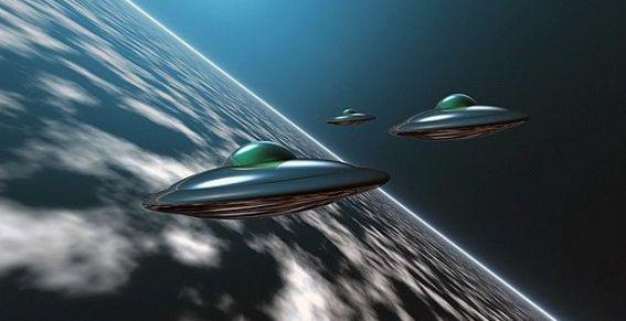 UFO a Citta' del Messico, video flotta volando in formazione