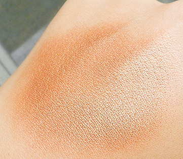 the balm betty-lou manizer swatch