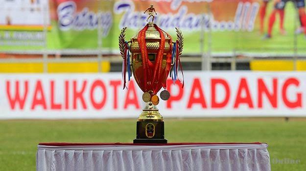 trofi juara turnamen piala walikota padang 2015