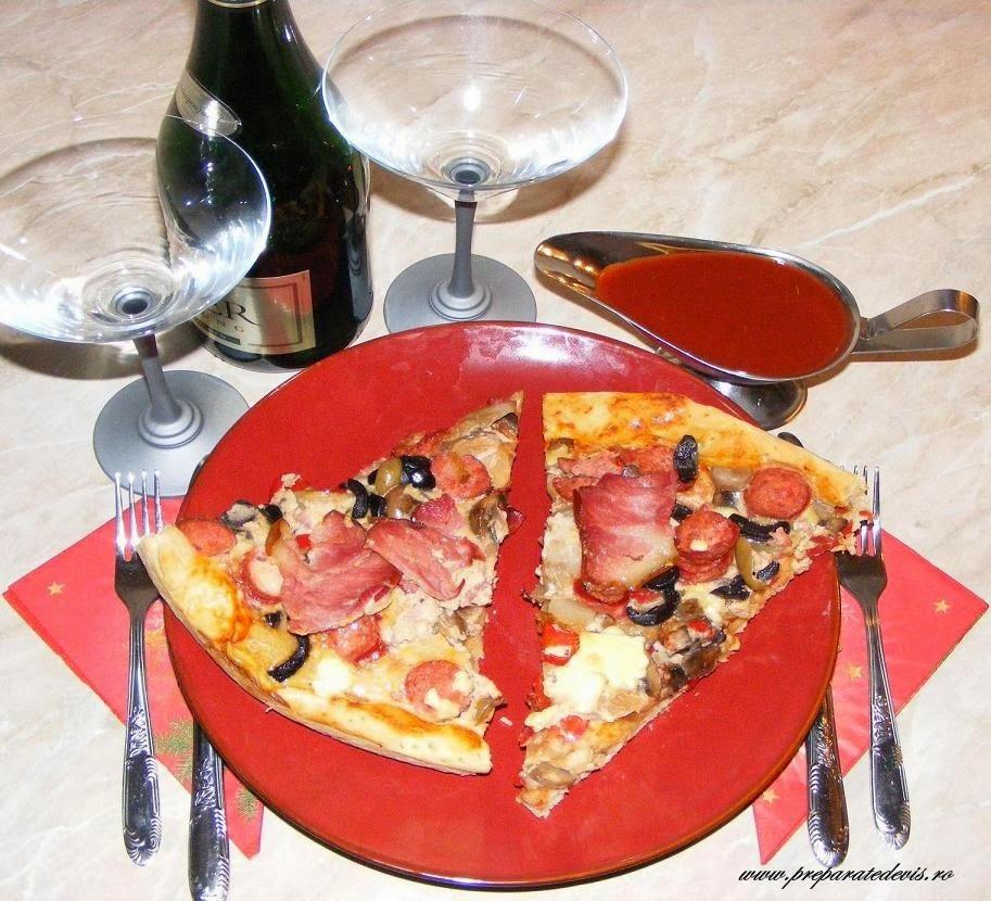 reteta pizza, retete culinare, retete de mancare, retete si preparate culinare de mancare pizza de casa cu ciuperci bacon sunculita si cabanosi, retete pizza,