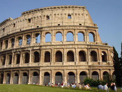 Anfiteatro Romano llamado hoy el Coliseo terminado por Tito
