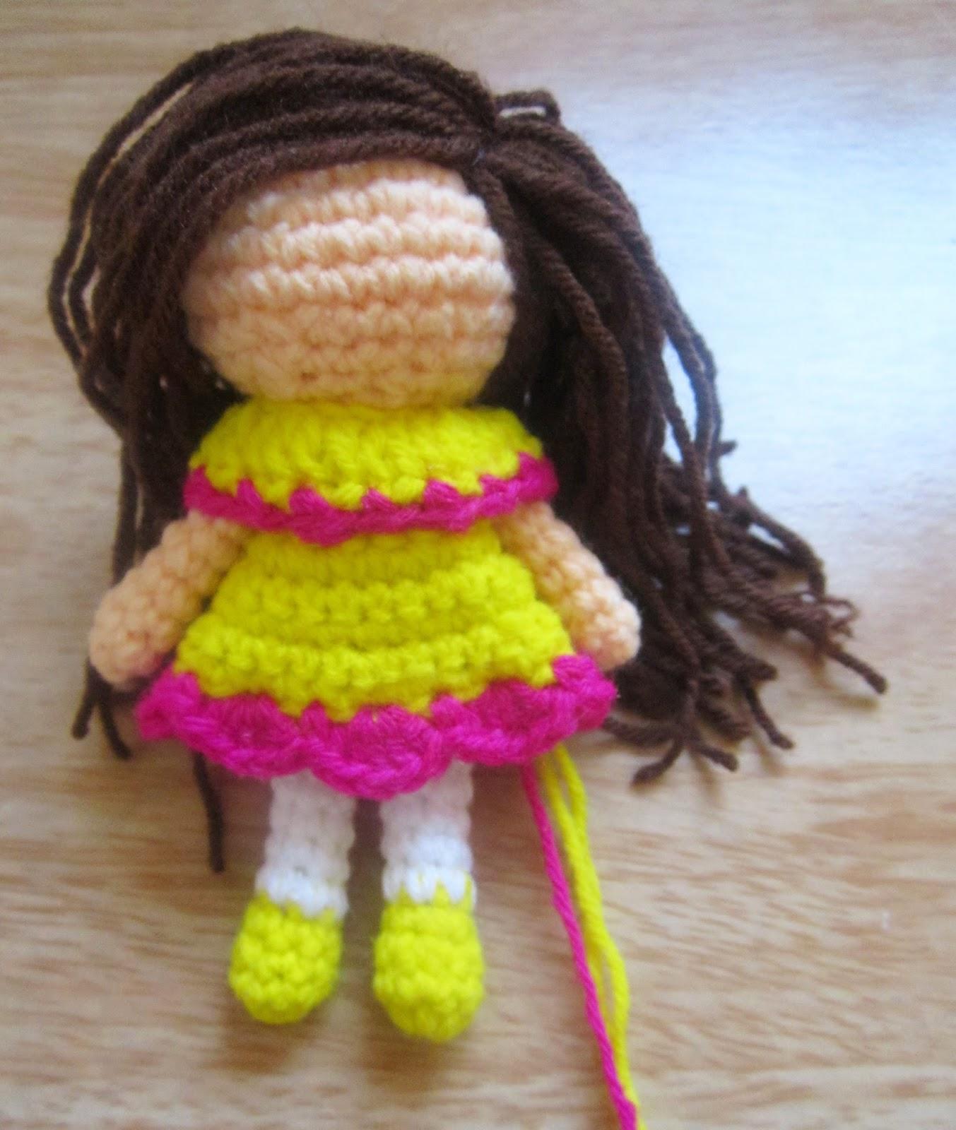 A little love everyday!: Little Amigurumi doll pattern.
