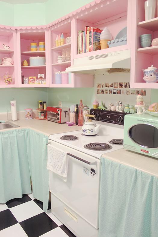 cute retro kitchen Scathingly Brilliant: apartment tour part 1: my kitchen!