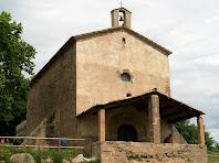 La façana de migdia, porxada, de la capella de Sant Marc