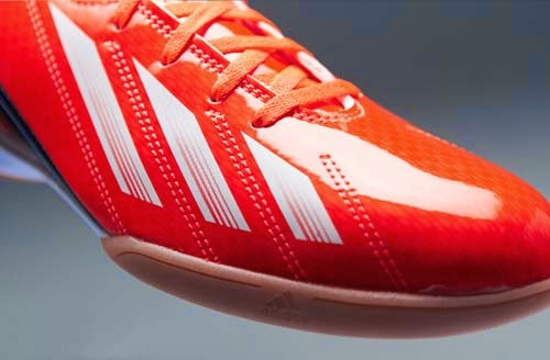 Adidas F10 futsal boots with a red color inspired by Lionel Messi
