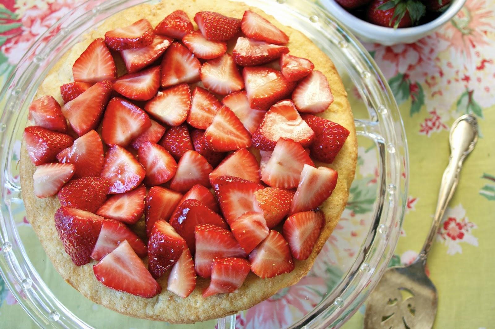 strawberry shortcake:visitandine: simplelivingeating.com