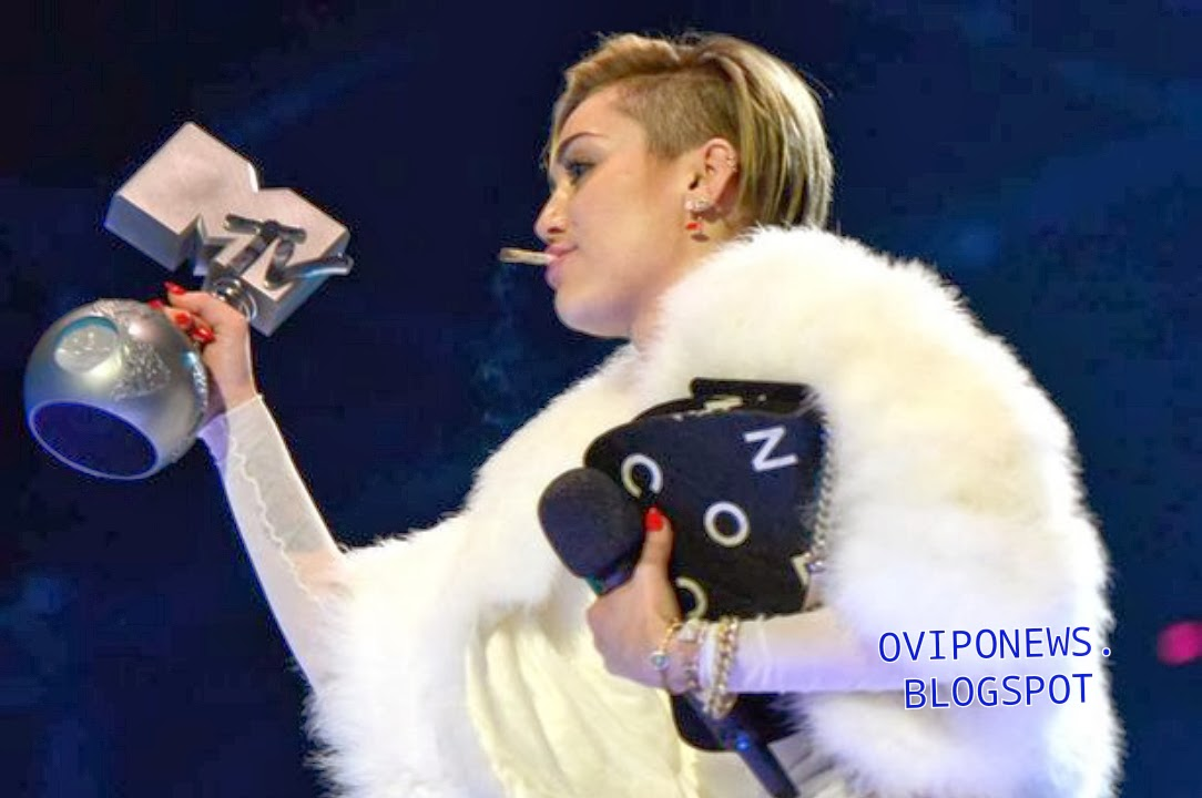 Awards miley cyrus ema