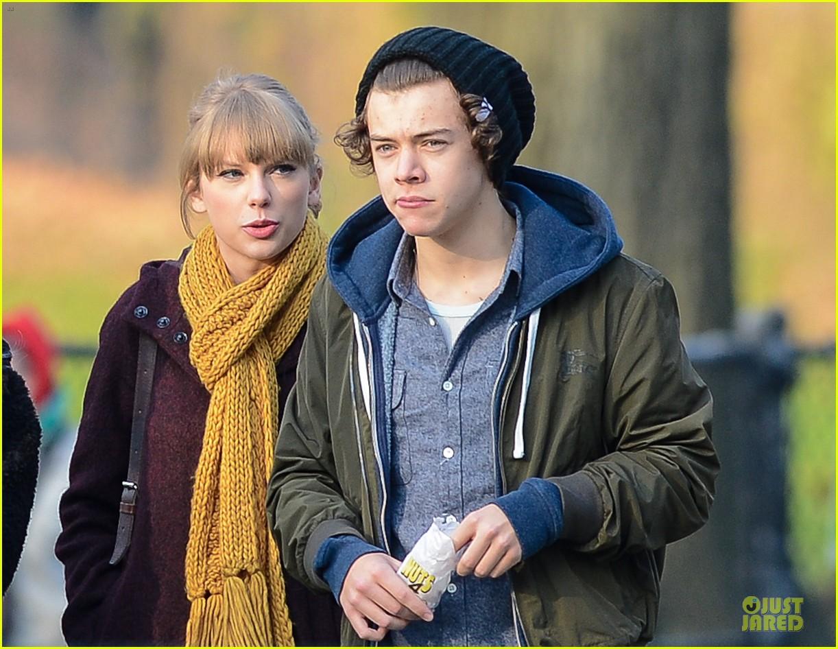 http://1.bp.blogspot.com/-BcHxdiZ1M5U/ULxvFG06ZQI/AAAAAAAAJZ8/rmppyprOEZI/s1600/Taylor-Swift-Harry-Styles-Central-Park-2.jpg
