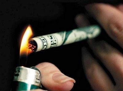 perbuatan merokok umpama anda membakar wang anda!
