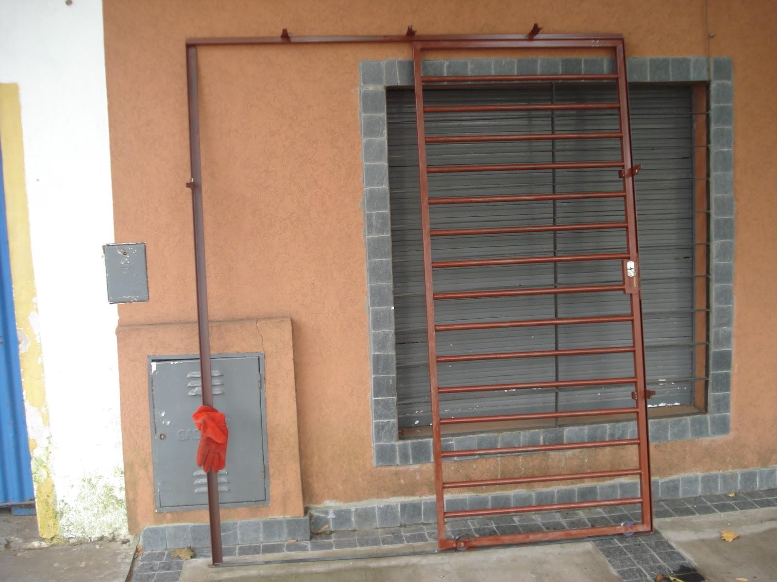 Herreria de obra lo de olea puerta de reja corrediza for Puertas de reja
