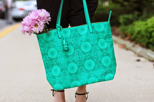 jessica simpson green tote and pink daisies