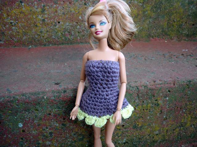 Free Crochet Dress Pattern For Barbie : Mamma That Makes: Free Crochet Pattern - Barbie Flowie Dress