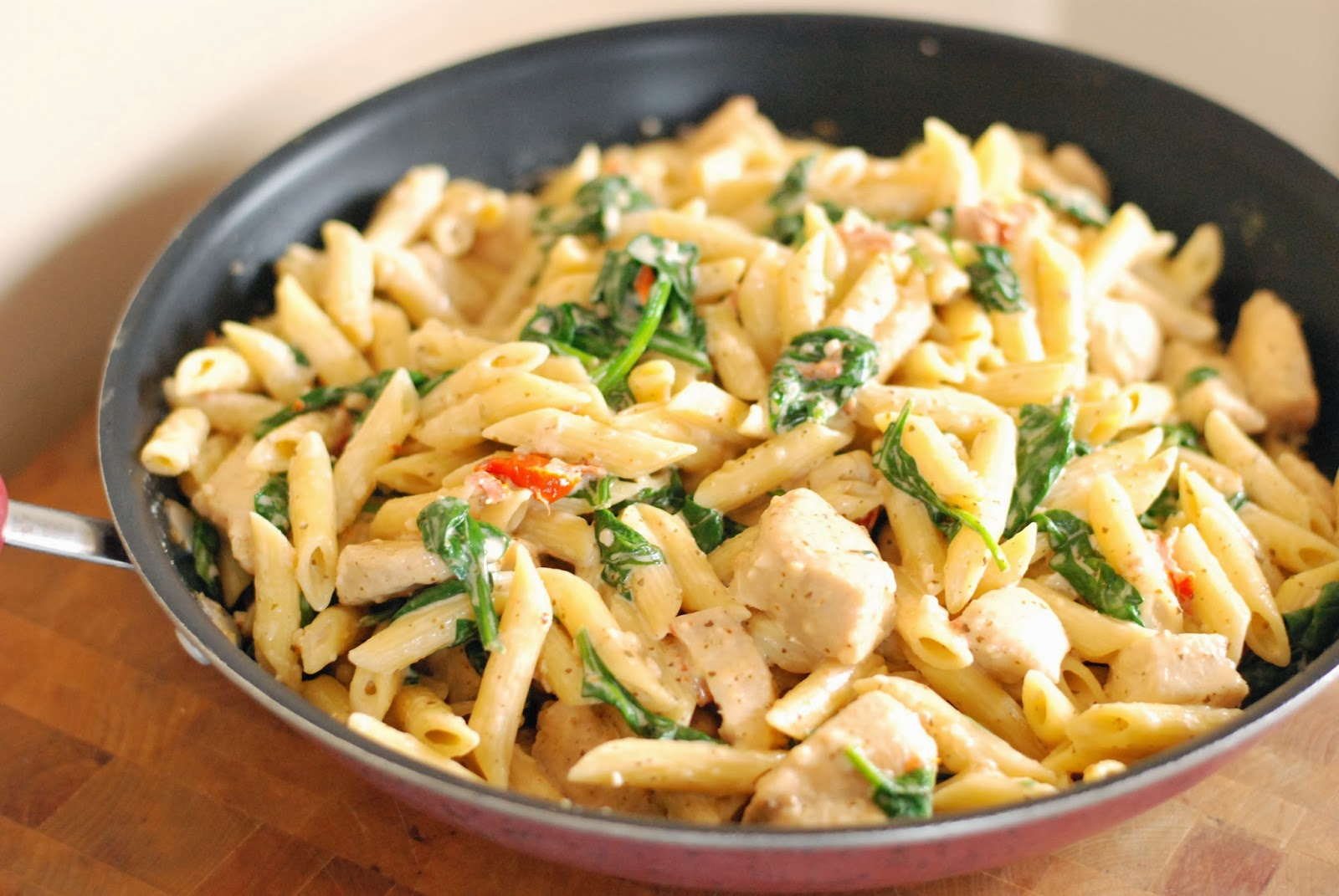 Creamy Sun-dried Tomato Pesto Chicken Pasta - Aunt Bee's Recipes
