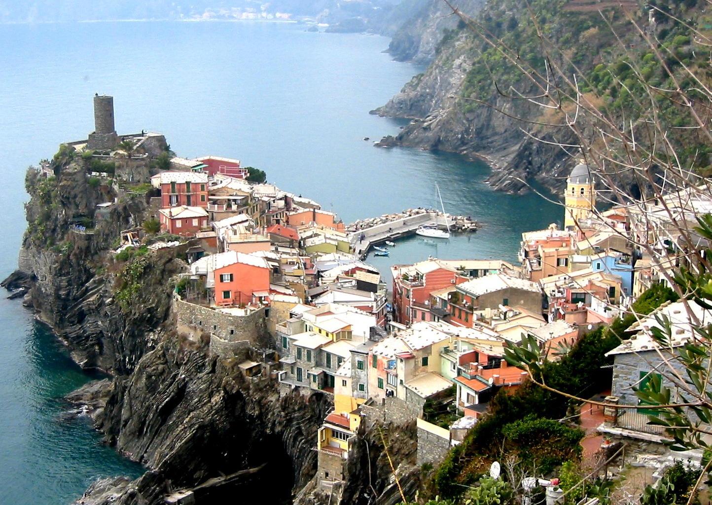http://1.bp.blogspot.com/-BdHrn0C6UKg/UUwti6mutbI/AAAAAAAATU8/Q1ZuzDMr15Y/s1600/Cinque+Terre+Italy+14.jpg
