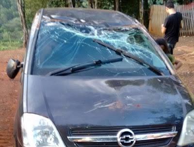 Iretama: Carro capota em estrada rural