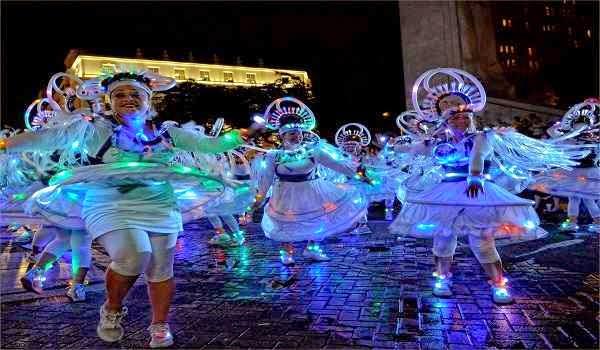 San-Antonio-Fiesta-2015-Flambeau-Night-Parade