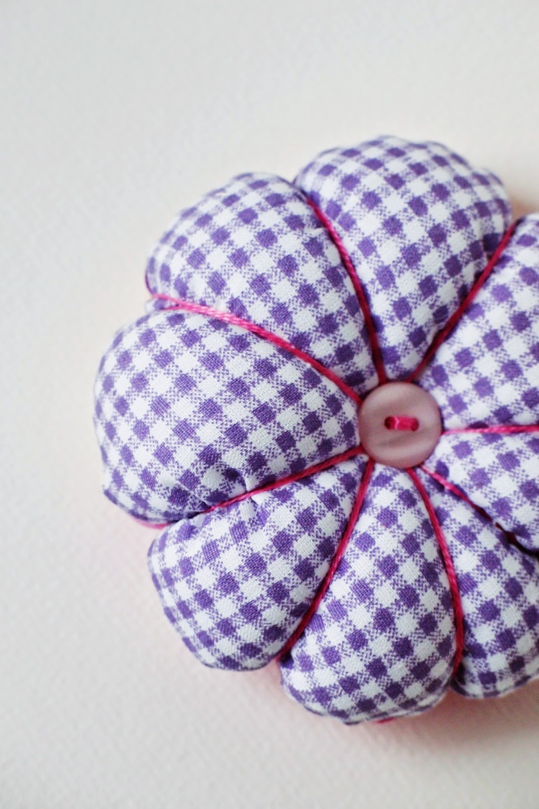 "flower pincushion ""Pretty in Pink"" - checks"