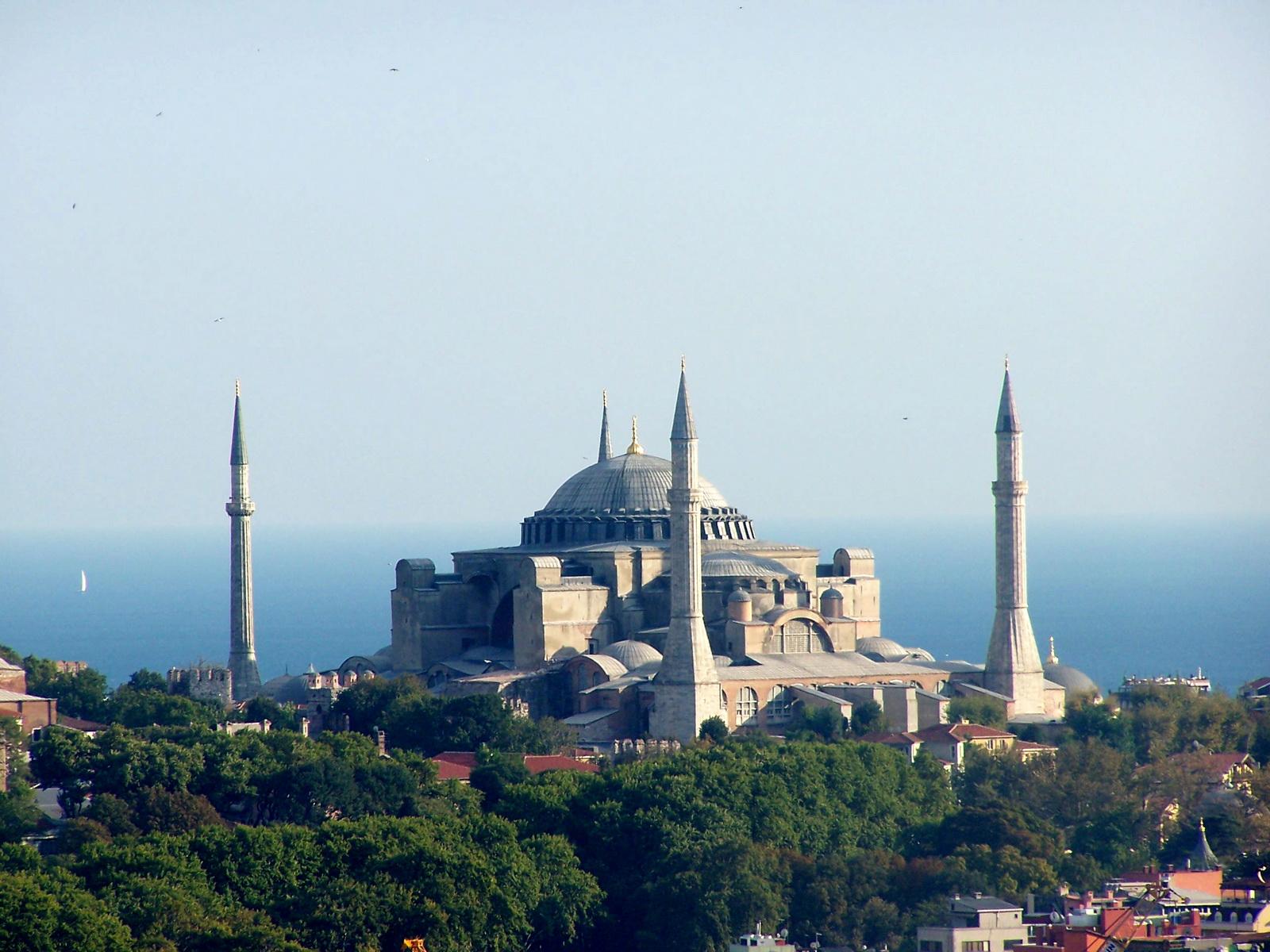 http://1.bp.blogspot.com/-BdqXr9dwjRs/UV6fCafQ_YI/AAAAAAAAClo/FHvYqrQ93lI/s1600/Sultan+Ahmed+Mosque+in+Istanbul+(1).jpg