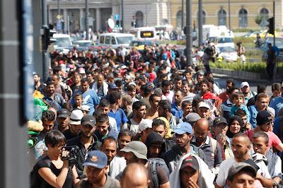 Keleti pályaudvar, Magyarország, Budapest, illegális bevándorlás, migránsok, migráció,