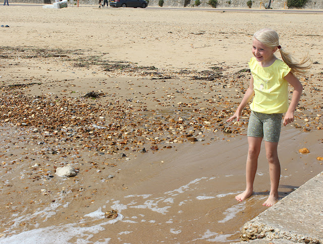 yellow-top-kid-bournemouth-beach-fun-todaymywayblog