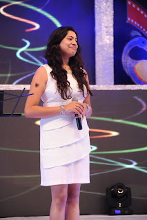 Geetha Madhuri glamorous pics in cream coloured shorts
