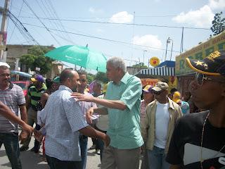 Nelson Guillén encabeza exitosos mano a mano en sectores de San Cristóbal