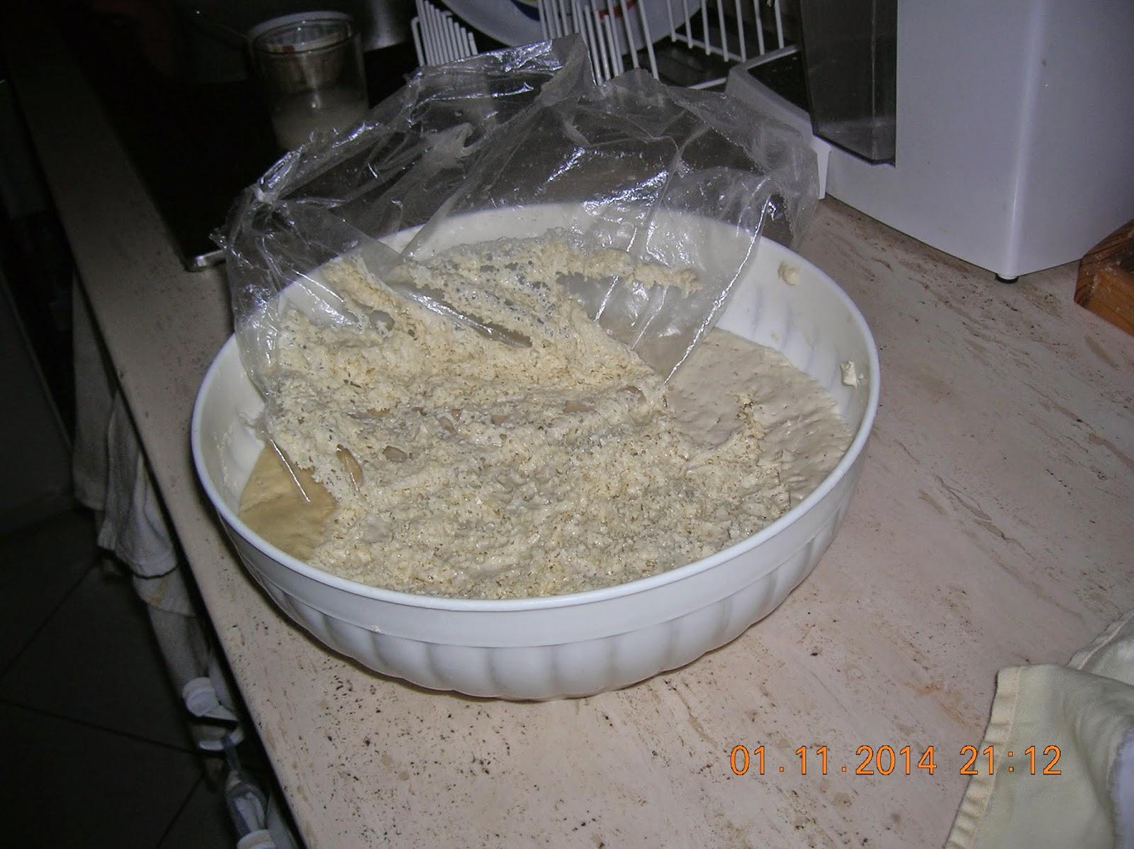pane casereccio con lievito madre..cotto in forno elettrico ----  ricetta del lievito madre...