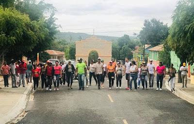 Residentes de Bohechío, desafían lluvia para apoyar acto reeleccionista de su alcalde
