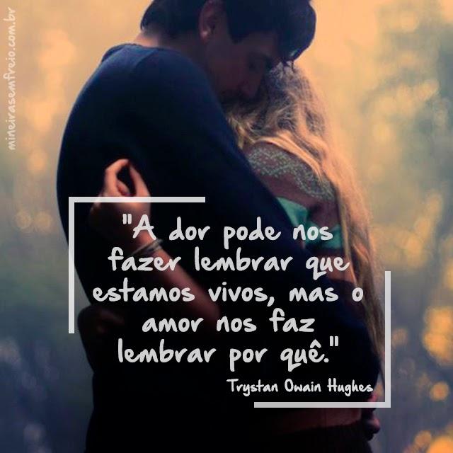 foto de um casal abraçado com a frase: A dor pode nos fazer lembrar que estamos vivos.mas o amor nos faz lembrar por quê.