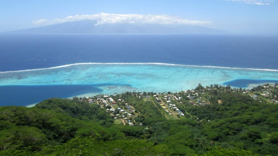 Panorama sur Tahiti depuis le belvedere de Vaiare à Moorea