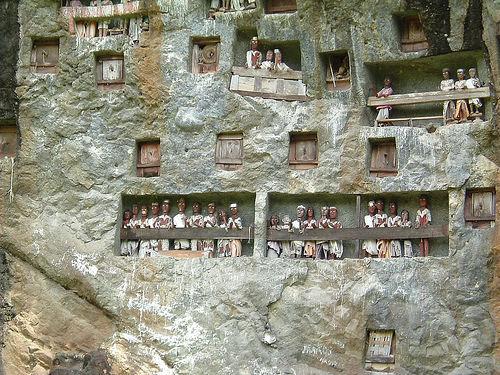 Pemakaman Rumit di Tana Toraja
