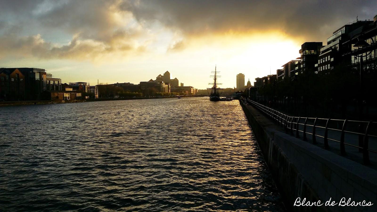 Liffey Dublin maisema - www.blancdeblancs.fi