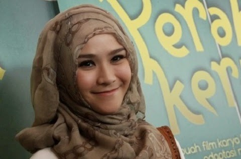 Pilihan Gaya Hijab Bagi Si Wajah Bulat