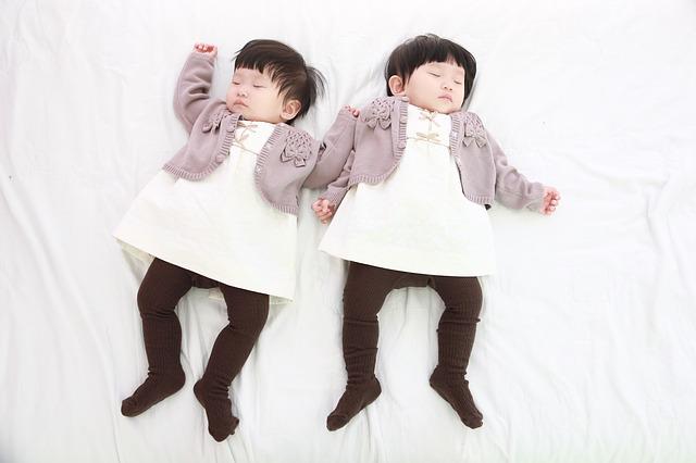 Baju Sama Saudara Kembar