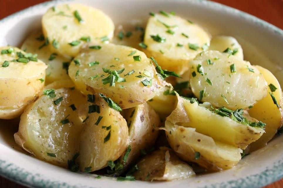 Salada de Batata (vegana)