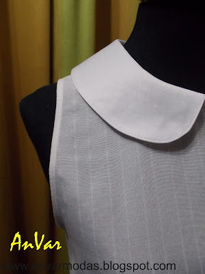 Blusa blanca con cuello Peter Pan