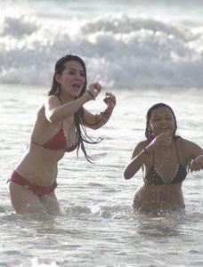 foto seksi bikini Aurel dan Angel lelga