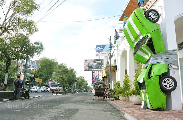 Replika Mobil terikat