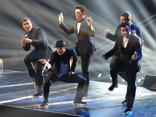 "90s boy band ""NSync takes to the 2013 VMA stage to reunite after 10 years"