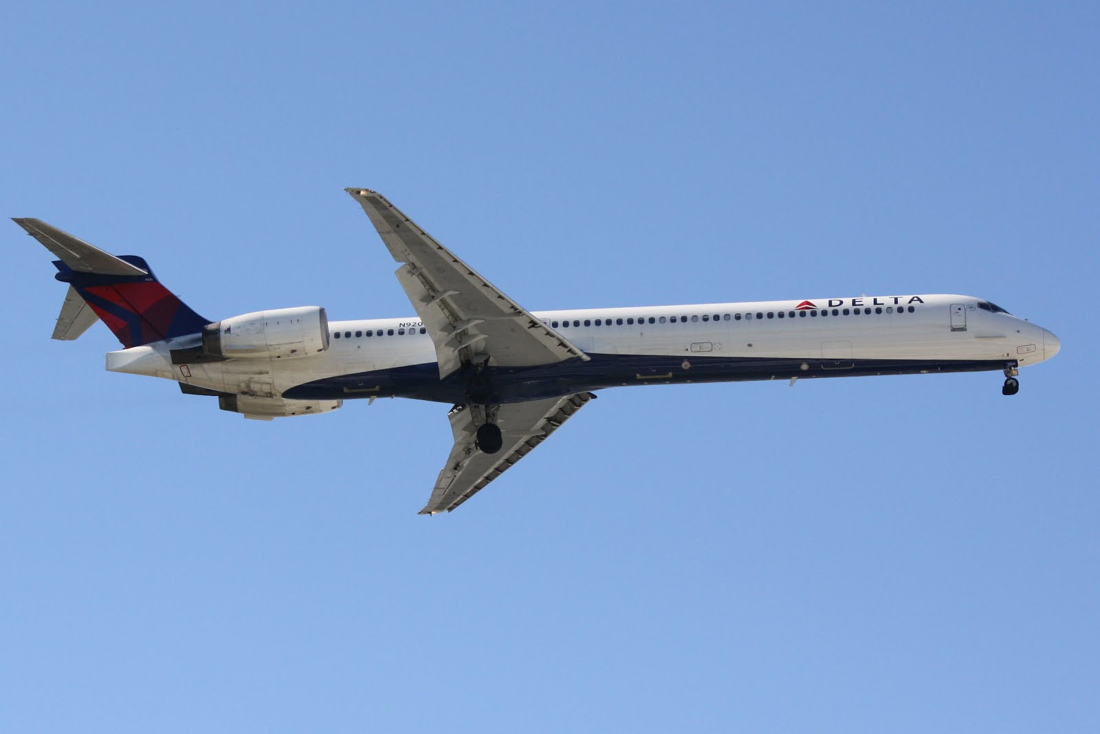 Delta McDonnell Douglas MD-90 (N920DN) | Donten ...