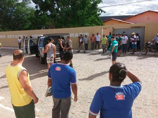 Aluno invade colégio estadual em Jussiape, na Bahia (Foto: Jussi Up Press)