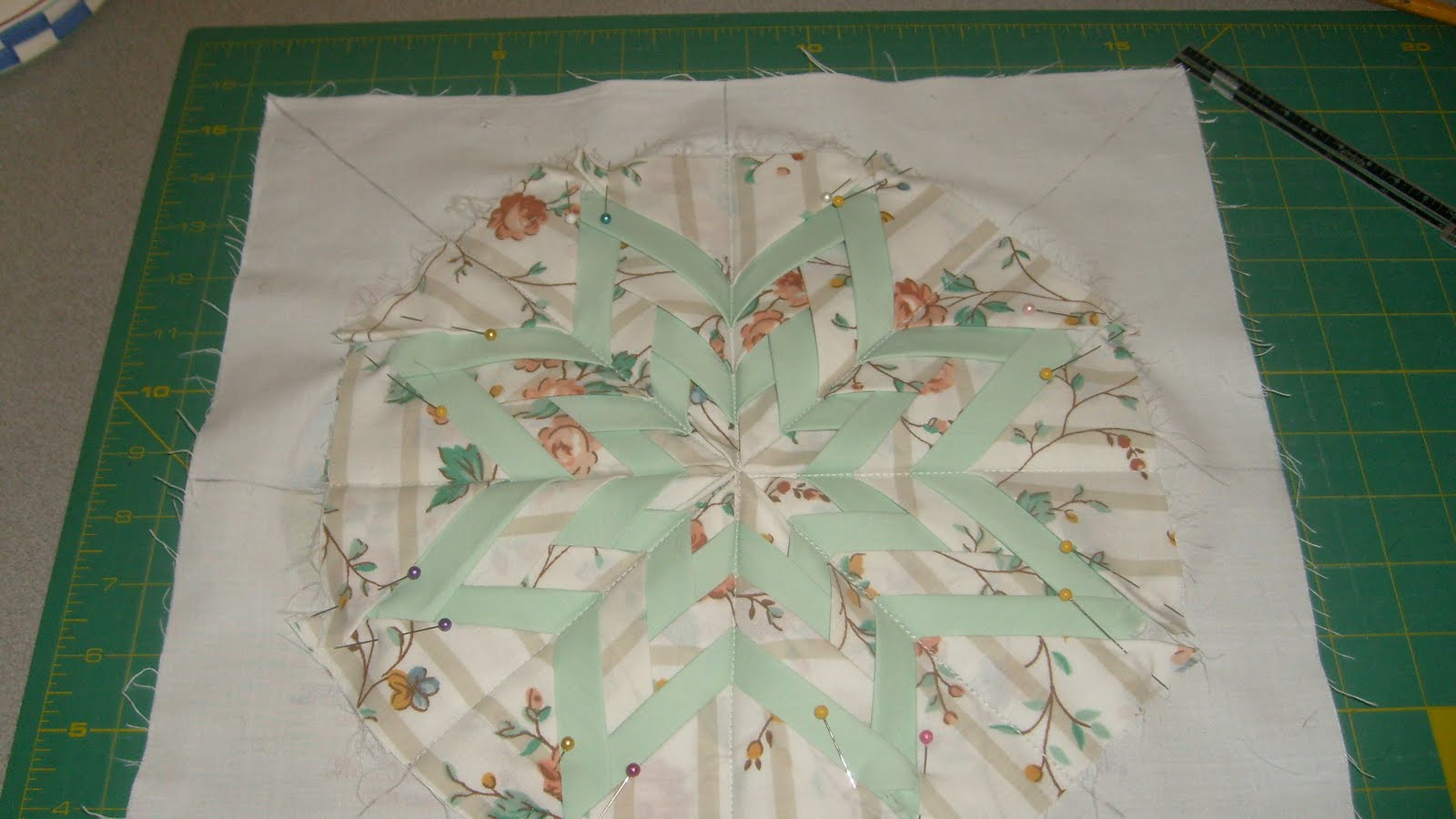 Folded Star Quilt Block http://thequiltjourney.blogspot.com/2011/04/my-folded-star.html
