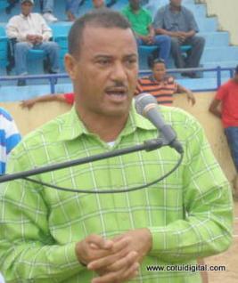 Ex alcalde de Cotuí confirma general Brown Pérez lo mantuvo arrodillado durante 45 minutos