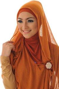 Elzatta Selendang Selvia Adeela - Merah Bata (Toko Jilbab dan Busana Muslimah Terbaru)